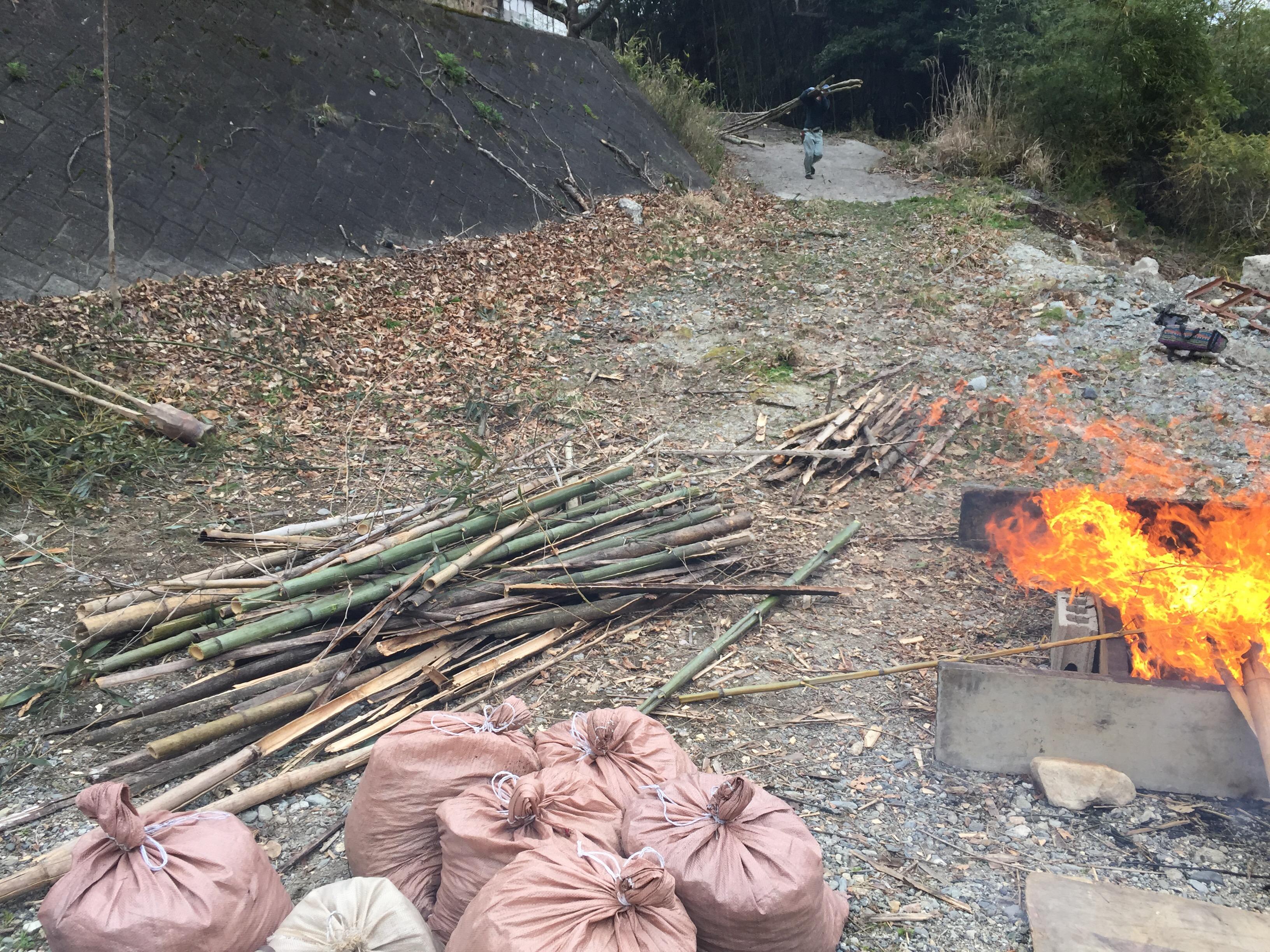 竹炭づくり